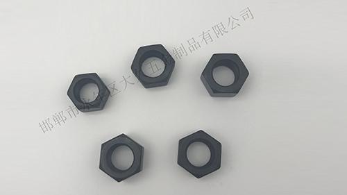 在大久五金看来,六角螺母是将机械设备紧密连接起来的重要零件