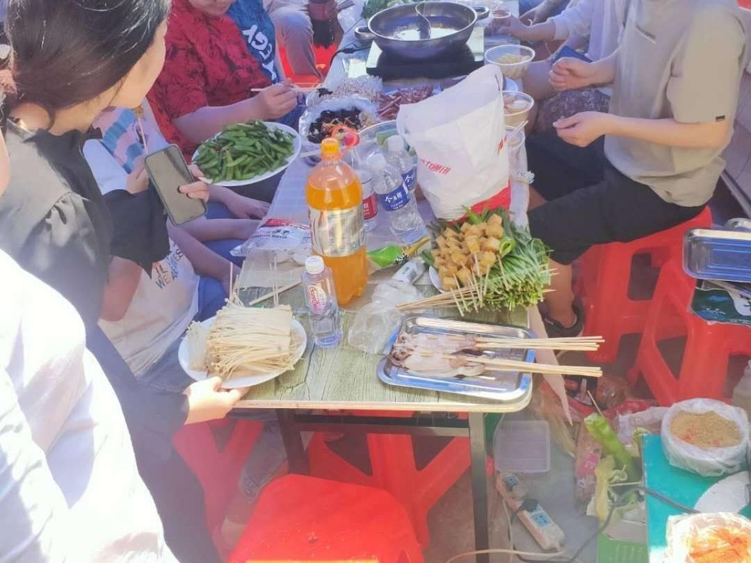 大久紧固件2020年5月15日组织员工团建聚餐活动